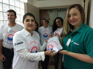 Funcionários do HBU 'vestem' campanha do Outubro Rosa